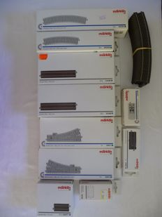 Märklin H0 - 24611/-12/-230/-130/-224/-188/-077/-978/-977/72710 - 48-piece batch of C-rails and switches