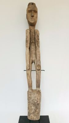 Large wooden ancestor figurine - Timor - Indonesia