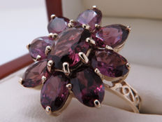 Certified gold ring with a flower made of tourmaline – 4.29 ct in total **No Reserve**
