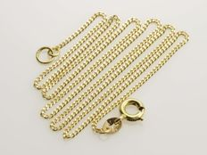 Necklace made of 18 kt gold. Length: 40 cm.