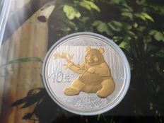 China - 10 Yuan 2017 'Panda' partial gold plated edition - 30 g silver