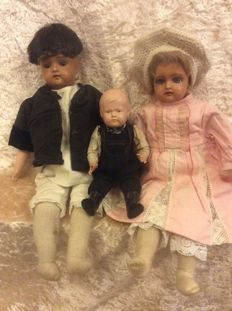 2 German celluloid dolls of Schildpad (without diamond shape) and Kämmer & Rheinhardt No 255 No 2