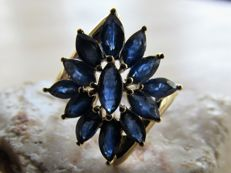 Vintage gold ring with 13x natural sapphire. NO RESERVE PRICE