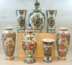 Lot with seven multicoloured vases