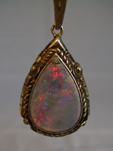 Pendant with big opal droplet
