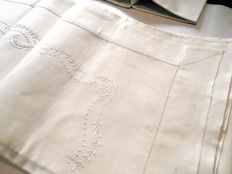 A refined simplicity - Zucchi - Italy, 1950 – handmade Embroidery