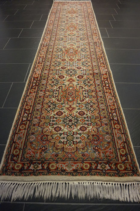 Distinguished hand-woven oriental carpet, Indo Bidjar Herati 80 x 340 cm, made in India at the end of the 20th century