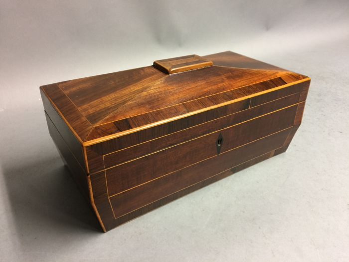 Mahogany tea caddy with interior - England - ca. 1850