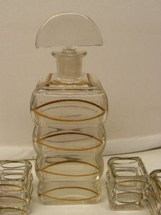 Czechoslovakia - Beautiful Art Deco decanter with 6 glasses
