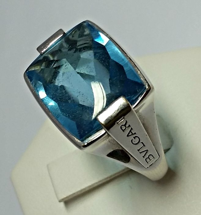 Bulgari - 18 kt white gold ring with topaz - ring size - 16.00