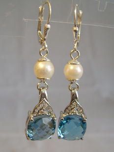Earrings with faceted blue topazes totalling 8.60 ct and genuine white pearls