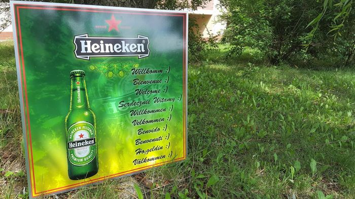 Great aluminium banner - HEINEKEN. Welcome, in 10 languages. HEINEKEN Logo. HEINEKEN Advertisement. 82.5/82.5 cm.