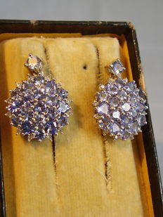 Decorative two-part earrings with tanzanite, total approx. 4 ct