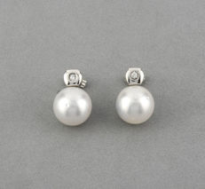 18 kt white gold – Earrings – Brilliant-cut diamonds – Australian South Sea pearls – Earring height: 14.20 mm