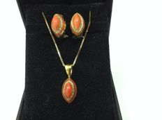 Set, earrings and necklace, 18k gold, coral Sicilia and diamonds, Italy, 1960 - 1980