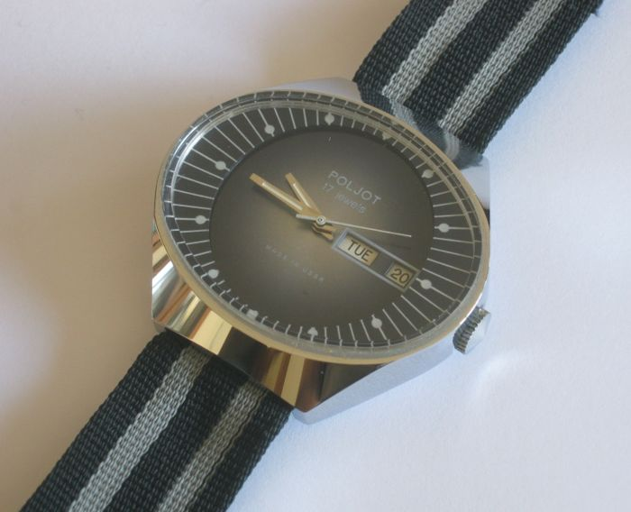 1980's USSR Poljot day/date wide ellipse 'stadium' man winding watch brand new