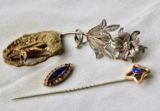 Antique set of brooches in different shapes and sizes, 2 have small blue stones, ca. 1900