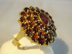 Large Victorian ring with facetted garnet-roses on four levels