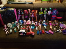 Lot of Monster High dolls