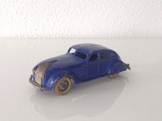 Dinky Toys - Scale 1/48 - Prewar Chrysler Airflow Saloon 1934-35 Cobalt blue with Chrome hubs'' - No.30a