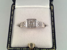 White gold ring with diamond, 0.20 ct