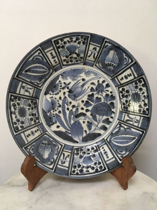 Beautiful antique white-and-blue Arita porcelain charger - Japan - ca. 1700