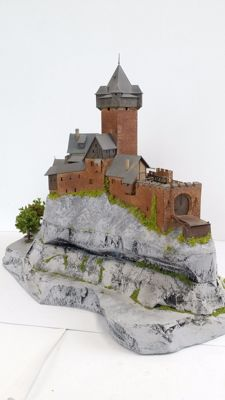 Kibri H0 - Large castle with trees on styrofoam bottom plate