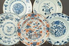 Collection of five plates with different floral patterns – China – 18th century