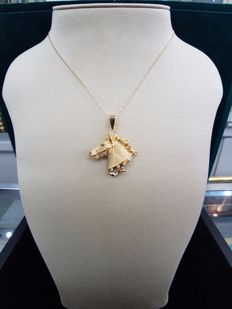 18ct Yellow Gold Horse Pendant with Sapphire Eye