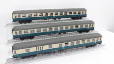Ade H0 - Three very detailed passenger wagons of the DB