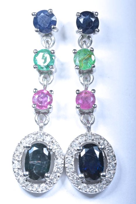 Long earrings in 18 kt White gold with 36 Diamonds GH-SI, Blue natural Sapphires, Fine Emeralds and natural Rubies. Length 31 mm. No reserve price