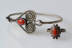 Silver set consisting of bracelet and ring with blood corals