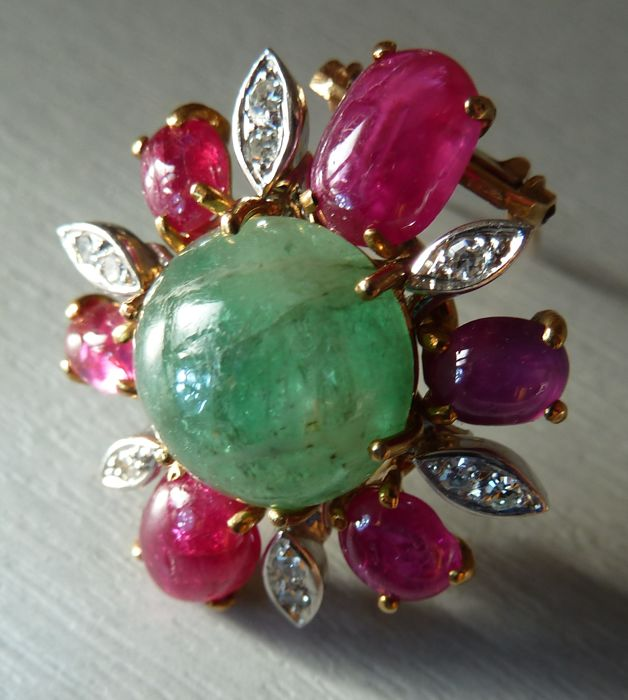 Vintage hand-made Brooch in Rubies, diamonds, and Emerald