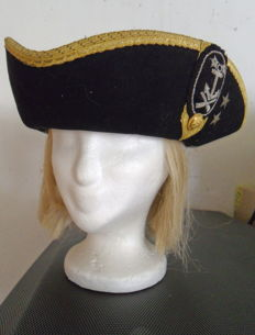 Woman Navy Headdress + Complete uniform.