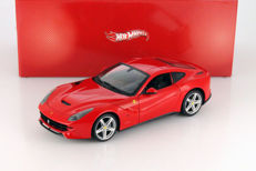 Hot Wheels - Scale 1/18 - Ferrari F12 Berlinetta - Red