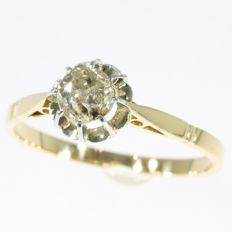 Art Deco bicolour gold diamond solitair engagement ring, ca. 1920 with 0.60 ct diamond