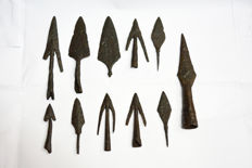 Colection of 11  medieval iron arrowheads - 13 cm - 7cm (11)