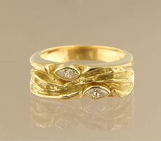 18 kt yellow gold ring set with 2 marquise-shape cut diamond,in total approx. 0.14 carat, ring size 17 (53)