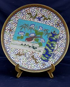 Cloisonné plate with beautiful decoration of morning glory flowers and a sparrow – Japan – Early 20th century