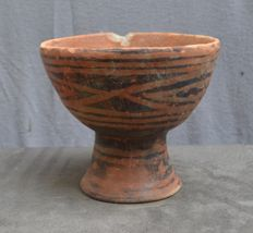 Pre-Columbian, large bowl on foot with a painted decor - 16.4 cm
