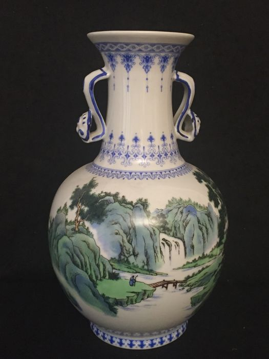 Vase decorated with a mountain landscape – China – End of 20th century