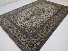Dreamy, beautiful Persian carpet, Kashan / Iran, 300 x 197 cm, end of the 20th century. Top Quality ***Top Clean*** Patina Look