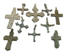 Very Fine Selection of 10 Medieval / Post Medieval Cross pendants - 23-37 mm (10)