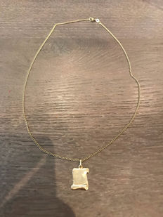 14k gold necklace with pendant; length: 43.5 cm
