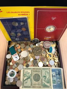 World – Batch of various coins, medals, archaeological finds and paper money (± 6 kg), including silver, in box