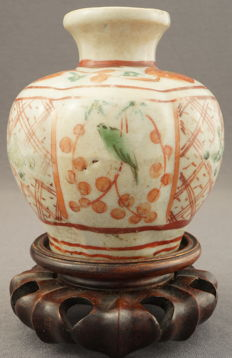 Lobed porcelain vase with a décor of birds on branches and Buddhist symbols – China – 14th/15th century, Ming dynasty (1368-1644)