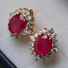 Quality Yellow gold 750/18kt. earrings with natural oval cut Ruby and natural diamonds G-H/VVS approx. 3.60Ct. totaal