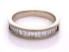 Eternity ring – 14kt gold with emerald-cut diamonds of 0.47 ct – Size 16.10 mm
