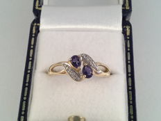 Old yellow gold ring with sapphire and diamond