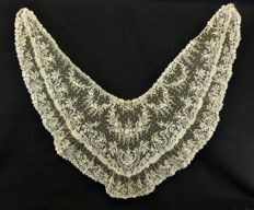 A brussels lace shawl - Ivory color, Belgium, circa 1900